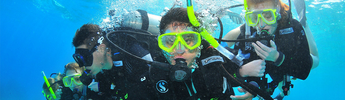 Free scuba diving lesson on the Great Barrier Reef