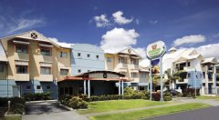 Cairns Motel - Front of Hotel on Sheridan Street