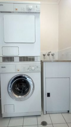 Full Laundry Facilities - Palm Cove Private Apartment within Alamanda