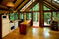 Fully Equipped Kitchen - Treehouse style accommodation amongst the Rainforest on Cairns Tablelands