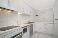 Fully self contained kitchen - Relax Apartment Palm Cove