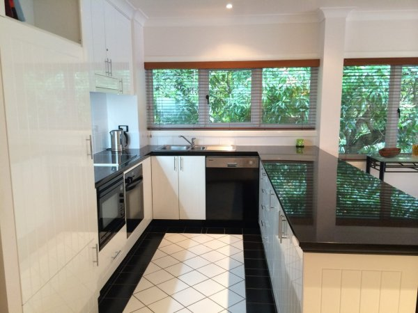 Fully Self Contained Kitchen - 94 On the Beach Private Holiday Apartment Palm Cove