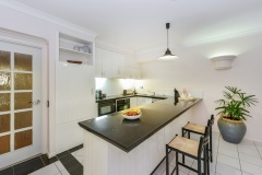 Fully self contained kitchen facilities - Palm Cove Private Apartment within Alamanda