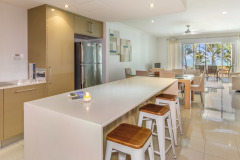 Fully Self Contained Kitchen facilities - or central location in Palm Cove to Restaurants and cafes