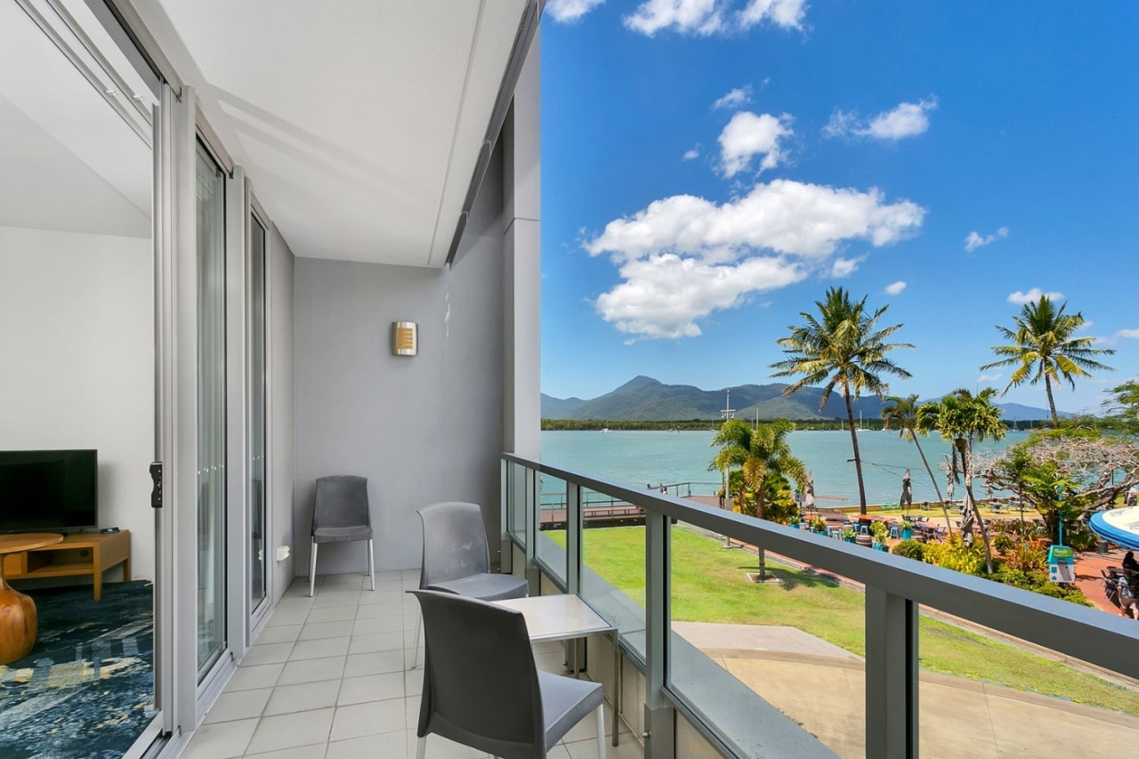 Cairns Private Apartment in Cairns Harbour Lights Complex ...