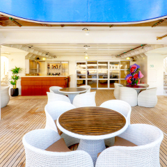 Great Barrier Reef Cruises - Bridge Deck Bar