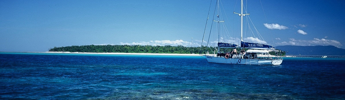 Great Barrier Reef Dive, Snorkel & Sail Day Tour to Green Island