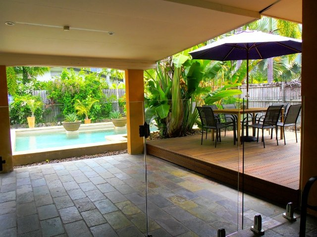 Palm cove search holiday homes for Outdoor entertainment area on a budget