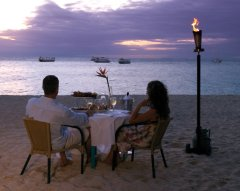 Green Island Resort - Couple Dining on the Beach