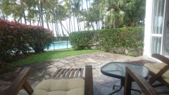Ground Floor Private Apartment with Direct access to Palm Cove Beach