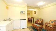 Standard Suite (Hibiscus) - Cairns Hotel/Motel Style Accommodation