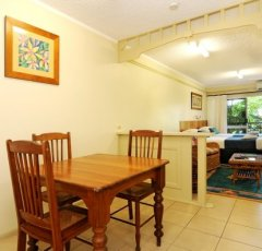 Standard Suite (Hibiscus) - Cairns Accommodation