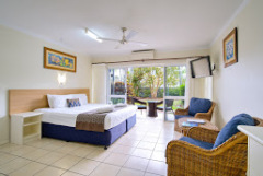 Hibiscus Suite Cairns Queenslander Hotel