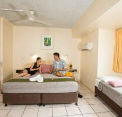 Hides Hotel Cairns - Superior Triple Room - Queen and Single