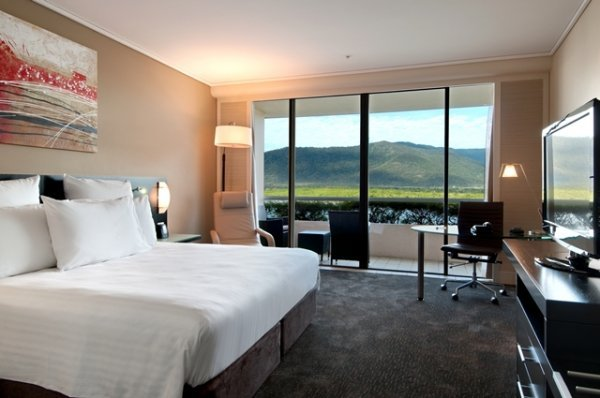 Cairns Accommodation Executive Room with access to Executive Lounge with Complimentary Daily Breakfast and Evening Drinks & Canapes - Cairns Hilton Hotel
