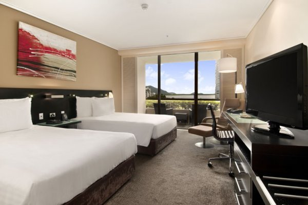 Cairns Hotel Guest Room overlooking Cairns, or Deluxe Rooms with water views - Hilton Cairns Hotel