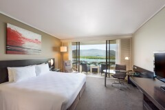 Deluxe Room with Waterviews | Hilton Hotel Cairns