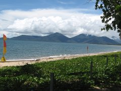 Holloways Beach - Cairns Beach Resort