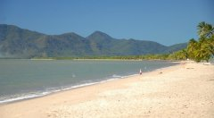 Holloways Beach - Cairns' closest beach
