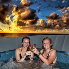 Hot-tub Spa at Sunset on the Reef