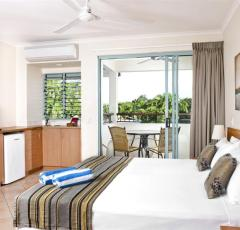 Hotel Room at Mantra In The Village - Port Douglas