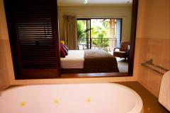 Hotel Room & Ensuite - Amphora St Private Apartments Palm Cove