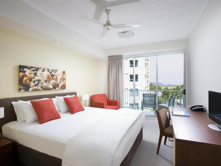 Hotel Room Ocean View - Mantra Trilogy Cairns