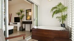 Hotel Room with Spa Bath on Balcony - Beach Club Private Apartments, Palm Cove