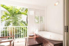 Hotel Spa Room with large spa on the balcony | Beach Club Apartments Palm Cove