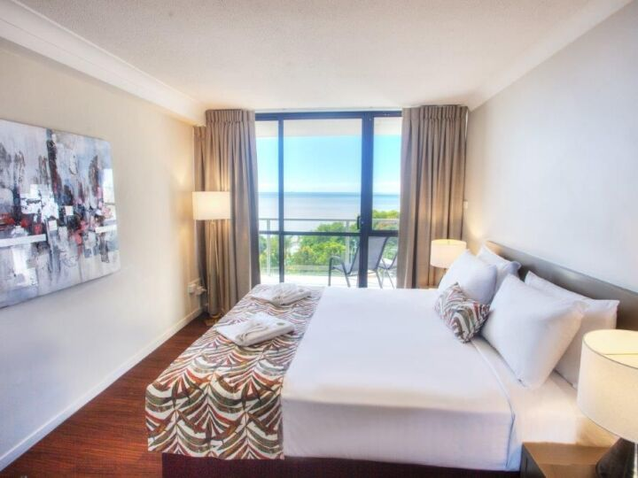 Ocean View Suite Bedroom  - Cairns Plaza Hotel