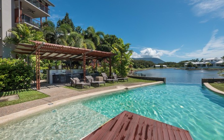 Infinity Pool & Poolside BBQ facilities - Blue Lagoon Resort Trinity Beach