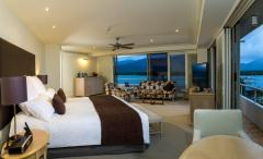 Junior Suite Pullman Reef Hotel Casino Cairns - King Bed or 2 Double Beds with stunning views