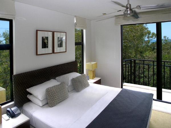 King Bed - holiday apartments Palm Cove