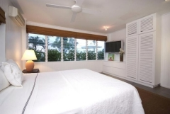King Bedroom - Luxury Wharf St Holiday House Port Douglas