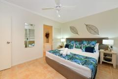 King Size Master Bedroom - Cayman Villas Port Douglas Holiday Apartments