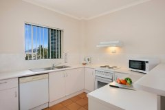 2 Bedroom Apartment Kitchen - Tropic Towers Apartments Cairns