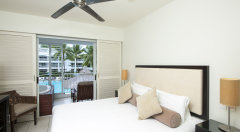 Lagoon Spa Room with Jacuzzi on the balcony - Peppers Beach Club & Spa Palm Cove Resort