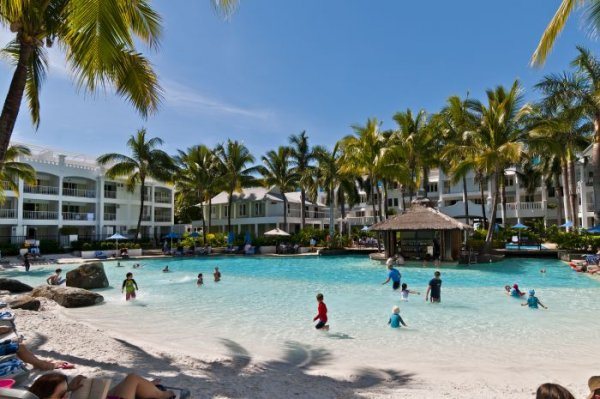 Beach Club Private Apartments Palm Cove Accommodation Book Direct