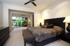 All of the holiday homes bedrooms are large and feature King, Queen or Twin Beds - Port Douglas Holiday Home