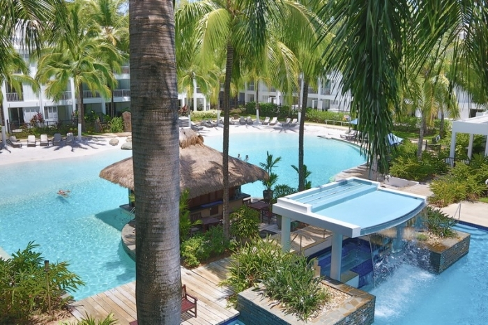 Peppers beach club palm cove luxury private holiday apartments - Palm beach swimming pool ...