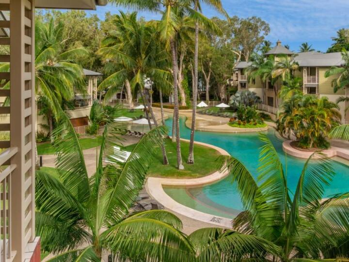 Large swimming pool in the centre of the resort at Amphora Private Holiday Apartments Palm Cove