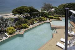 Large swimming pool overlooking Trinity Beach - Bellevue Holiday Apartments Trinity Beach