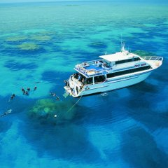 Liveaboard scuba diving lessons on Australia's Great Barrier Reef