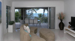 Island Views spacious beachfront accommodation with large balconies overlooking Palm Cove Beach