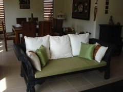 Lounge seating - Palm Cove Holiday House