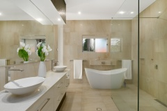 Luxurious free standing soaker bath in Master Bedroom | Cairns Luxury Holiday Home