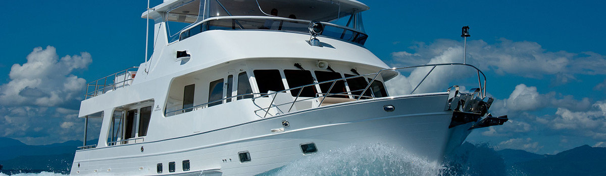 Cairns Charter Boats, Luxury boat charter - Great Barrier Reef