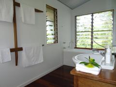 Luxury En-suite with Spa Bath - Romantic Getaway at Sweetwater Lodge Atherton Tablelands