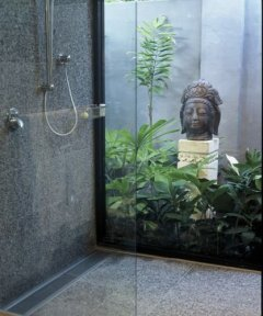 Luxury Outside Shower - Port Douglas Holiday Home