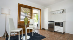 Luxury Studio with Microwave and Small Fridge - Paradise On the Beach Palm Cove
